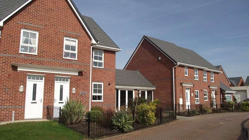 4 Bedrooms Semi Detached House for rent in Beech Drive, Thornton-Cleveleys FY5 4GN