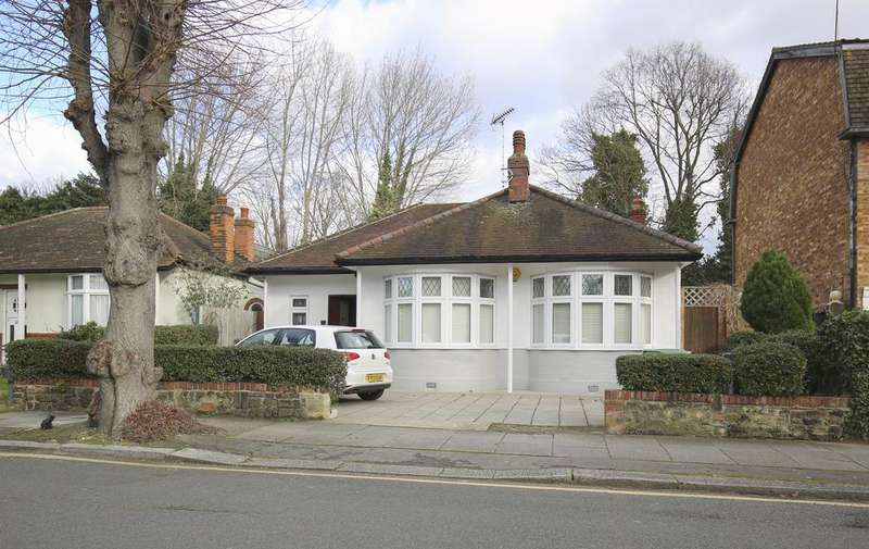 2 Bedrooms Semi Detached Bungalow for sale in Abbey Road, Bush Hill Park, Enfield EN1