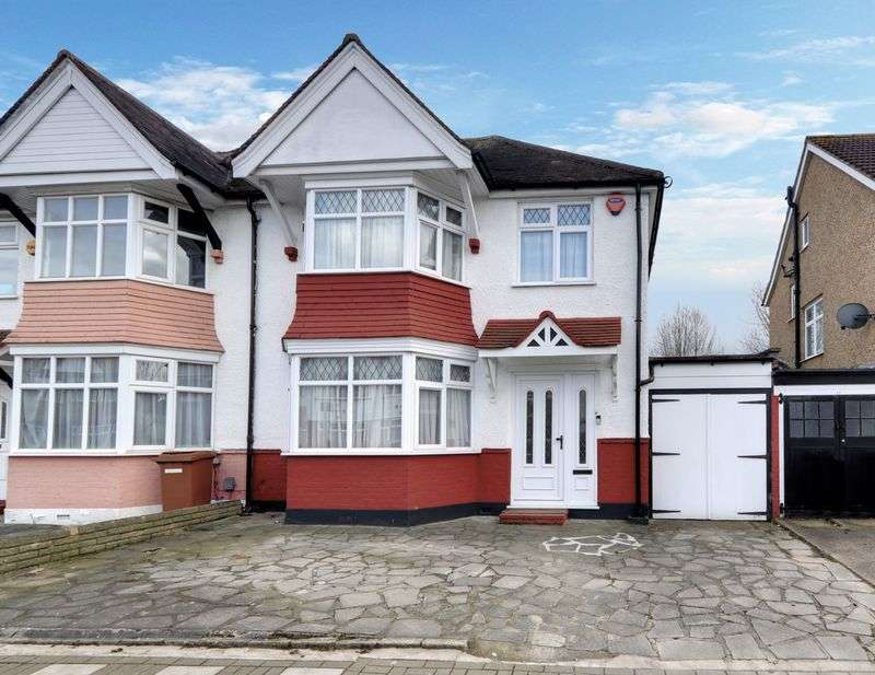3 Bedrooms Property for sale in Earls Crescent, Harrow