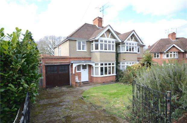3 Bedrooms Semi Detached House for sale in Avebury Square, Reading, Berkshire