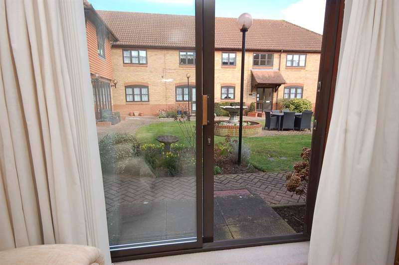 1 Bedroom Retirement Property for sale in Roberts Court, Baddow Road, Chelmsford