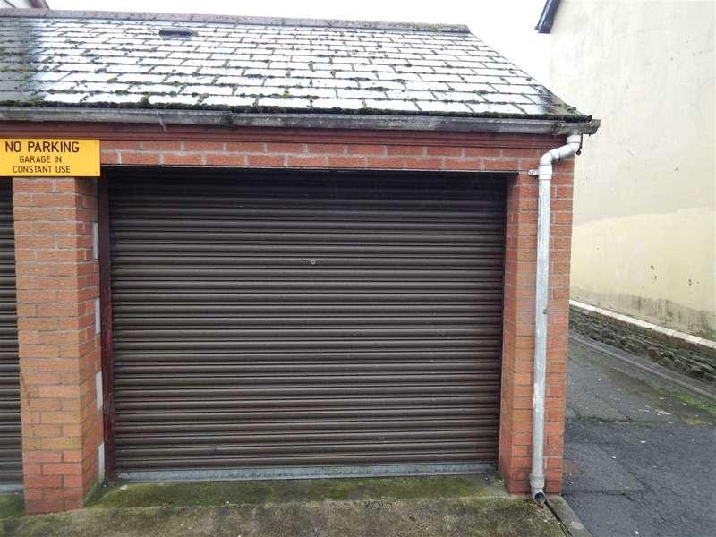Garages Garage / Parking for rent in South Street - Garage, Porth
