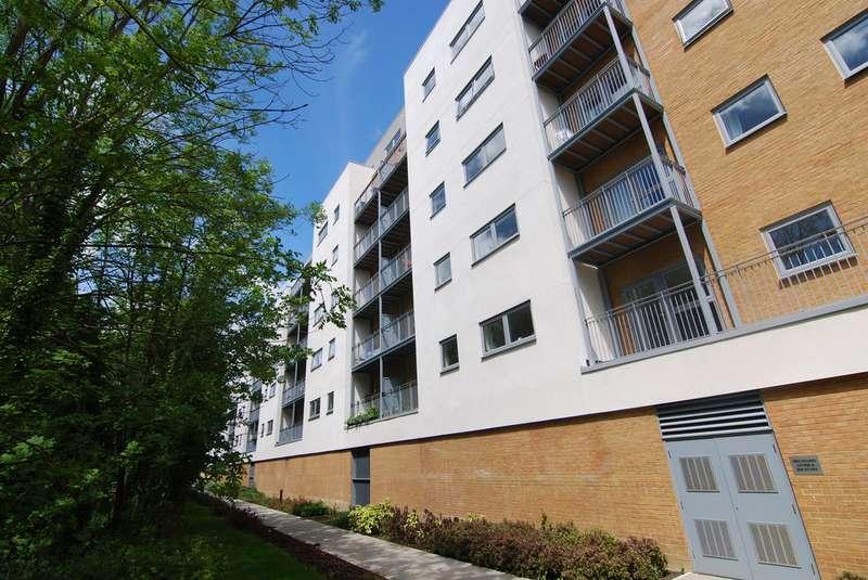 2 Bedrooms Apartment Flat for rent in Sovereign Way, Tonbridge TN9