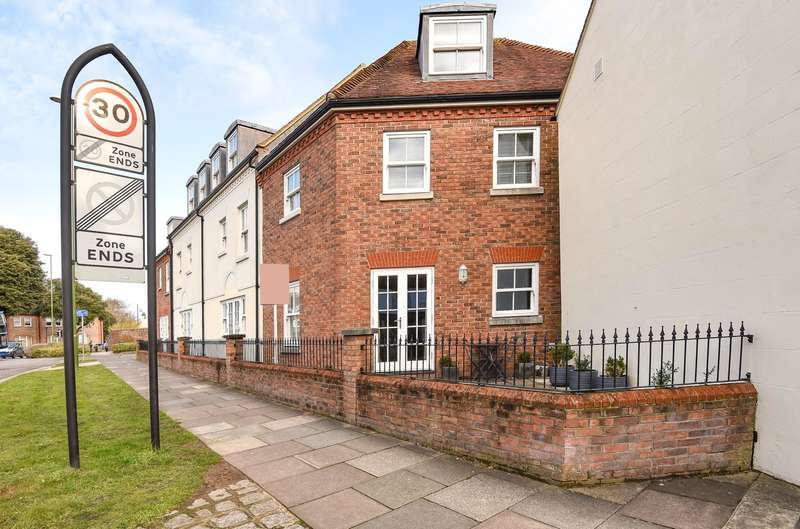 2 Bedrooms End Of Terrace House for sale in Wall Cottage Drive, Chichester, PO19