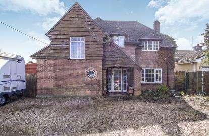 5 Bedrooms Detached House for sale in West Parley, Ferndown, Dorset