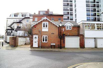 3 Bedrooms Detached House for sale in Southsea, Hampshire