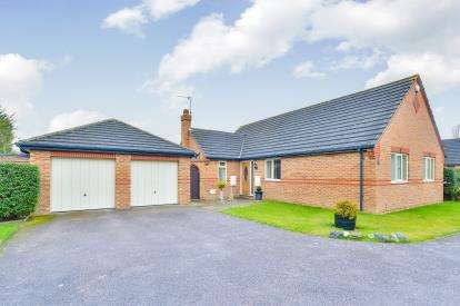 3 Bedrooms Bungalow for sale in Shirley Moor, Kents Hill, Milton Keynes, Bucks