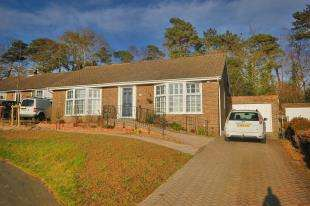 3 Bedrooms Bungalow for sale in Eight Bells Close, Buxted, Uckfield, East Sussex