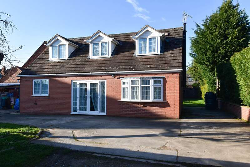3 Bedrooms Detached Bungalow for sale in Main Road, Ombersley, Worcester, WR9