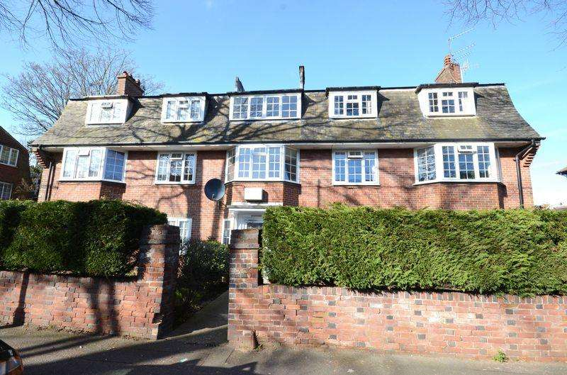 2 Bedrooms Flat for sale in 36 Hawkwood Road, Bournemouth