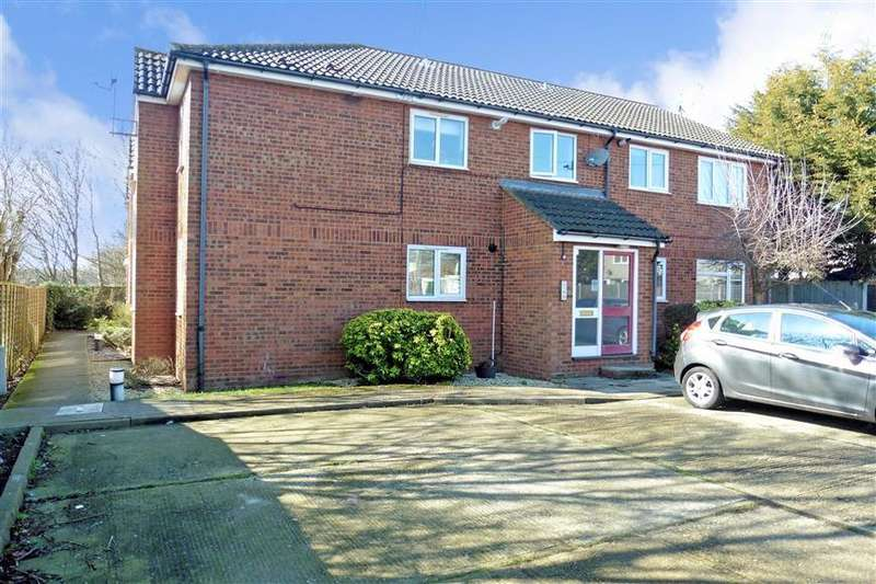 1 Bedroom Ground Flat for sale in Haslemere Road, Wickford, Essex