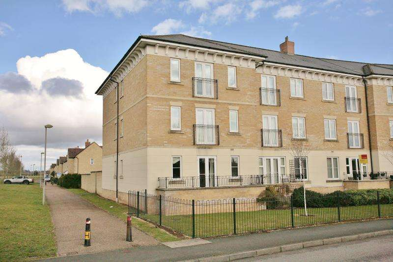 2 Bedrooms Apartment Flat for sale in Flat 2, Heald Court, Meadow Way, Carterton, Oxfordshire