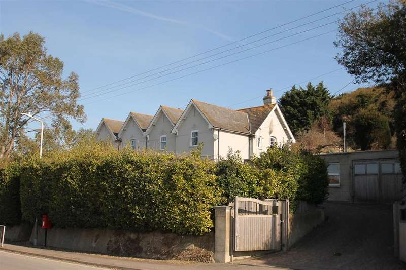 3 Bedrooms Semi Detached House for sale in Rochester Road, Burham