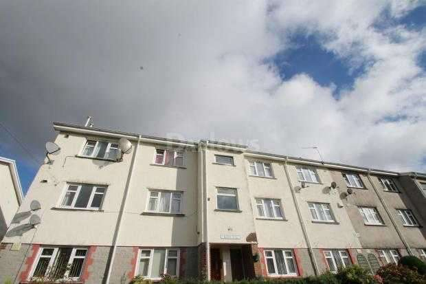 2 Bedrooms Apartment Flat for sale in Rowan Close, Mountain Ash