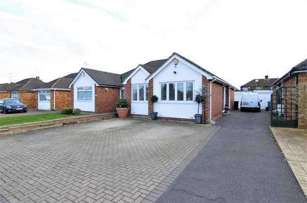 2 Bedrooms Semi Detached Bungalow for sale in Winton Drive, Cheshunt, WALTHAM CROSS, Hertfordshire