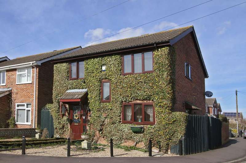 4 Bedrooms Detached House for sale in Bluebell Road, Mulbarton