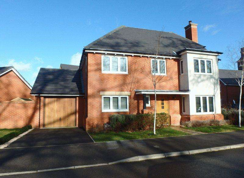 4 Bedrooms Detached House for sale in Glanville Way, Epsom