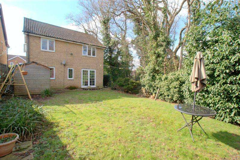 4 Bedrooms Detached House for sale in Lechlade Gardens, Bournemouth