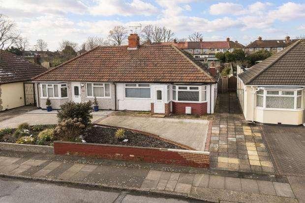 2 Bedrooms Bungalow for sale in Abbotts Walk, Bexleyheath, DA7