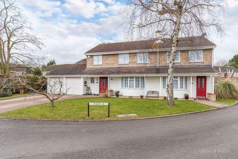 5 Bedrooms Detached House for sale in Huxley Close, Newport Pagnell