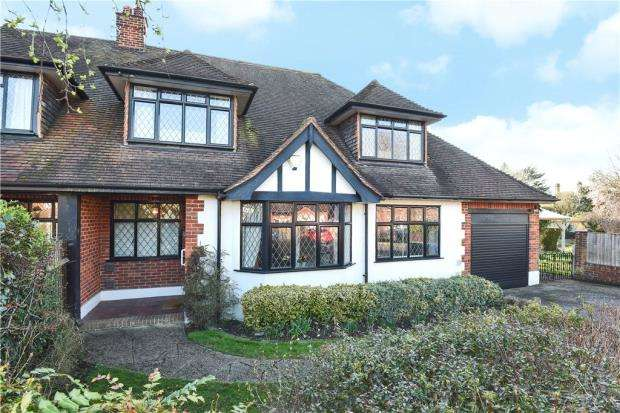 3 Bedrooms Semi Detached House for sale in Montagu Road, Datchet