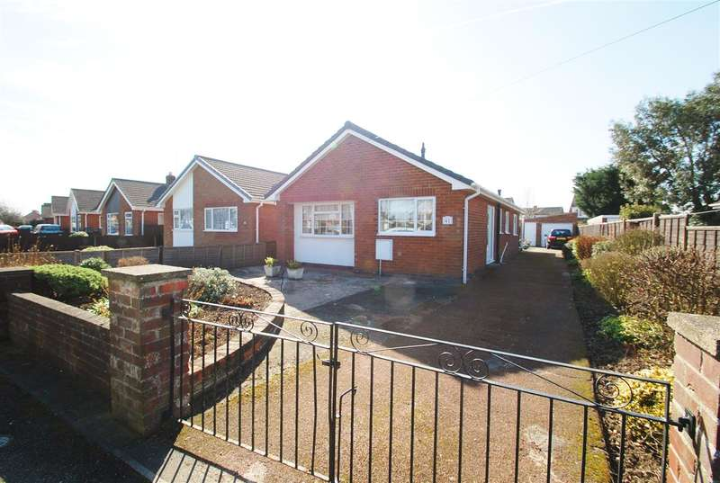 3 Bedrooms Bungalow for sale in Albany Way, Skegness