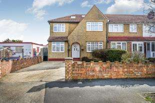 5 Bedrooms End Of Terrace House for sale in Church Rise, Chessington, Surrey
