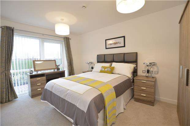 2 Bedrooms Flat for sale in Stoke Gifford Retirement Village Coldharbour Lane, BRISTOL, BS16 1EJ