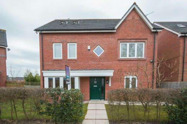 4 Bedrooms Detached House for sale in Robin Road, Altrincham