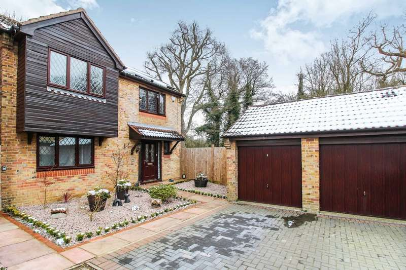 4 Bedrooms Detached House for sale in Camelot Close, Southwater