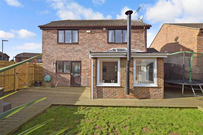 3 Bedrooms Detached House for sale in Granary Way, , Littlehampton, West Sussex