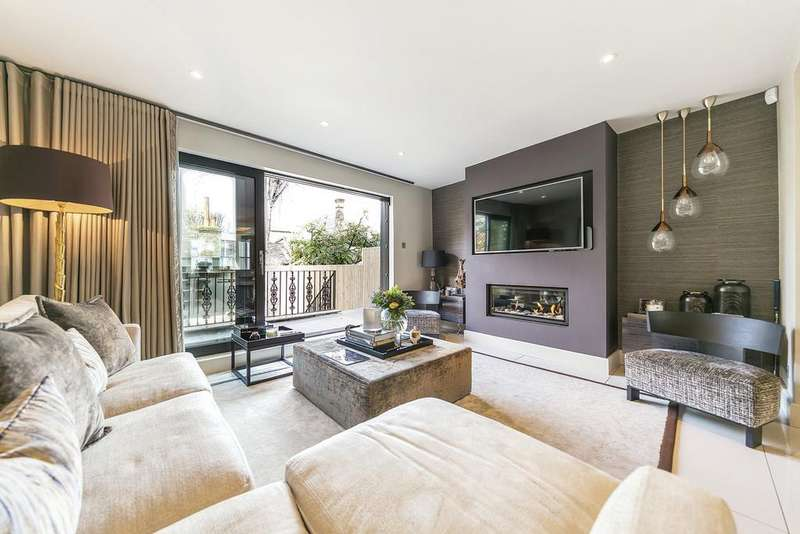 3 Bedrooms Flat for sale in Old Brompton Road, SW7