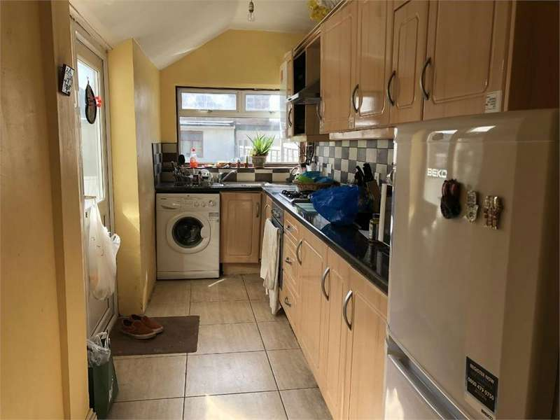 4 Bedrooms Terraced House for rent in Kingsley Road, Hounslow, Greater London
