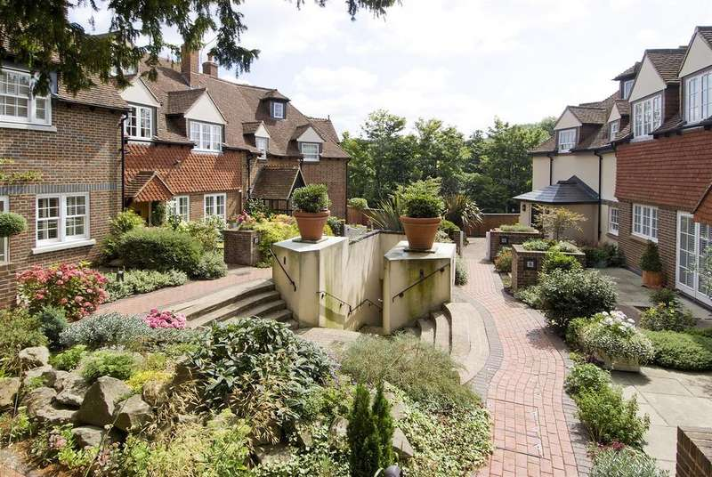 4 Bedrooms House for sale in Yew Tree Mews, Westerham - TOWN CENTRE LOCATION - 1999 SQFT