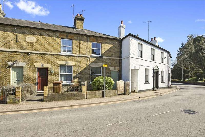 2 Bedrooms Terraced House for rent in Church Street, Rickmansworth, Hertfordshire, WD3