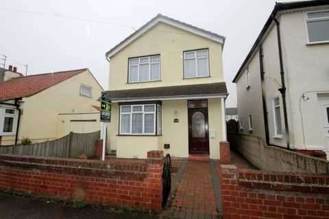 3 Bedrooms House for sale in Astley Road, Clacton on Sea