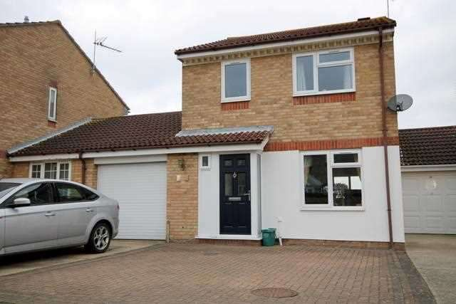3 Bedrooms House for sale in Abinger Close, Clacton on Sea