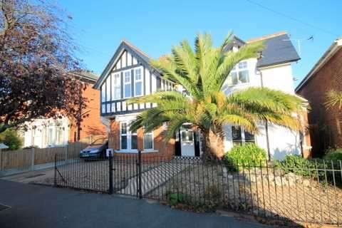 4 Bedrooms House for sale in Chapman Road, East Clacton
