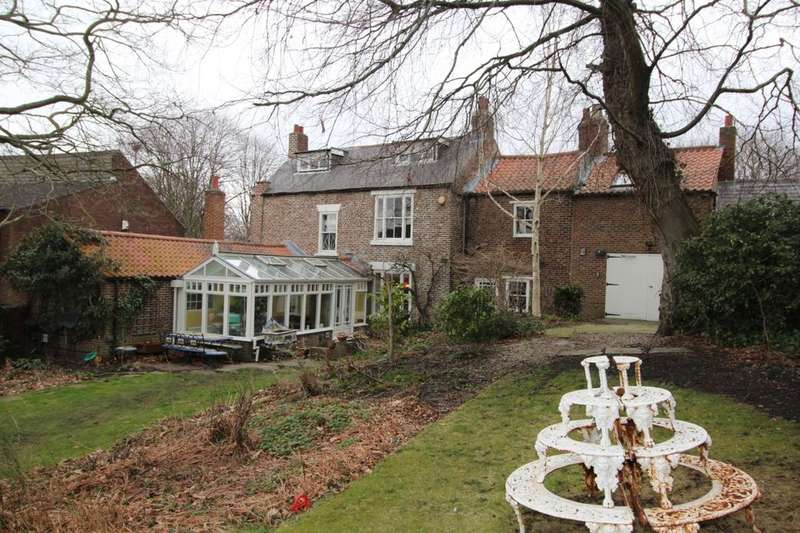 4 Bedrooms Detached House for sale in Gilesgate, Durham, DH1