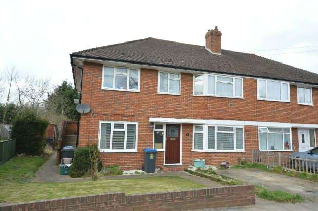 2 Bedrooms Maisonette Flat for sale in Bransby Road, Chessington
