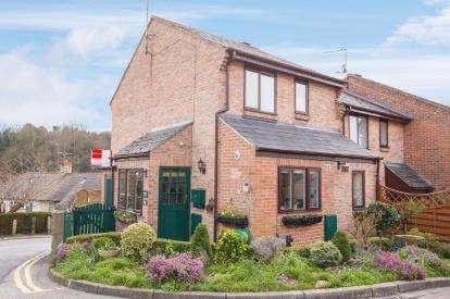 2 Bedrooms Terraced House for sale in Claro Mews, Knaresborough, .