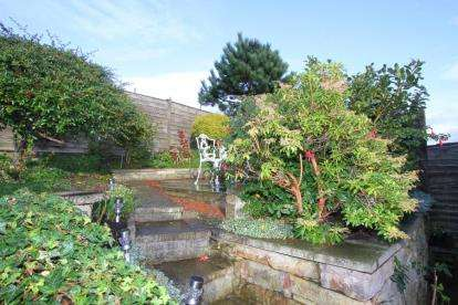2 Bedrooms Bungalow for sale in Oakhill Road, Dronfield, Derbyshire