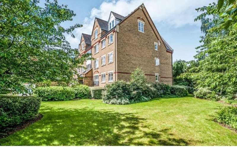 1 Bedroom Flat for sale in Roedean House, Exeter Close