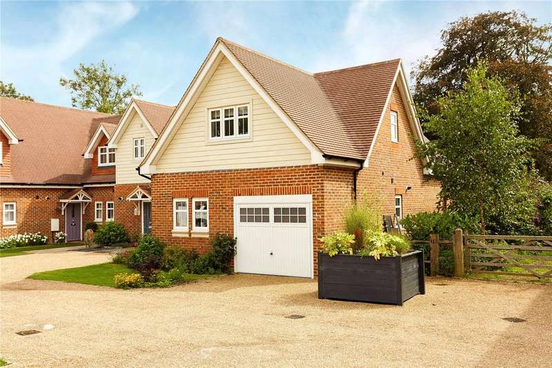 3 Bedrooms Semi Detached House for sale in Oakhurst Park Gardens, Hildenborough, Tonbridge, Kent, TN11