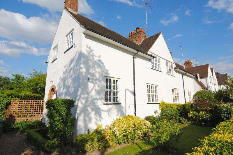 3 Bedrooms House for sale in Erskine hill, Hampstead Garden Suburb, NW11