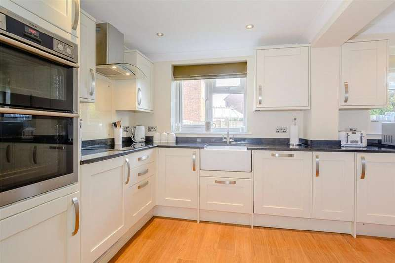 3 Bedrooms Semi Detached House for sale in Collins Close, Newbury, Berkshire, RG14