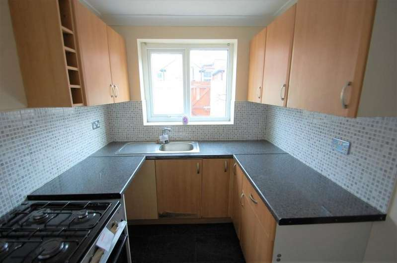 2 Bedrooms Terraced House for sale in Shorrock Lane, Mill Hill, Blackburn