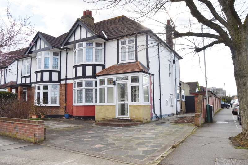 3 Bedrooms Semi Detached House for sale in Ashlyn Grove, Hornchurch