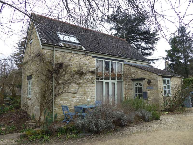 2 Bedrooms Detached House for rent in High Street, Shipton under Wychwood, OX7 6DG