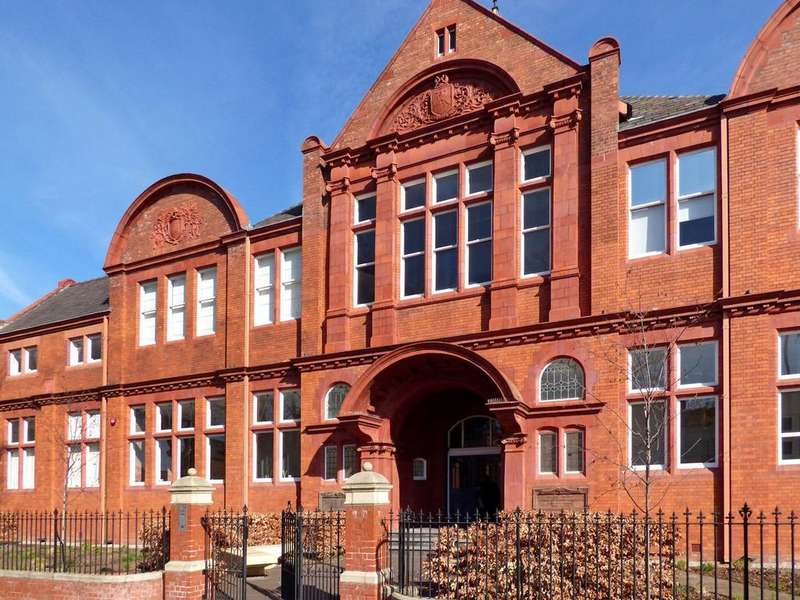 2 Bedrooms Flat for rent in The Old Library, Avenue Road, Leamington Spa, Warwickshire